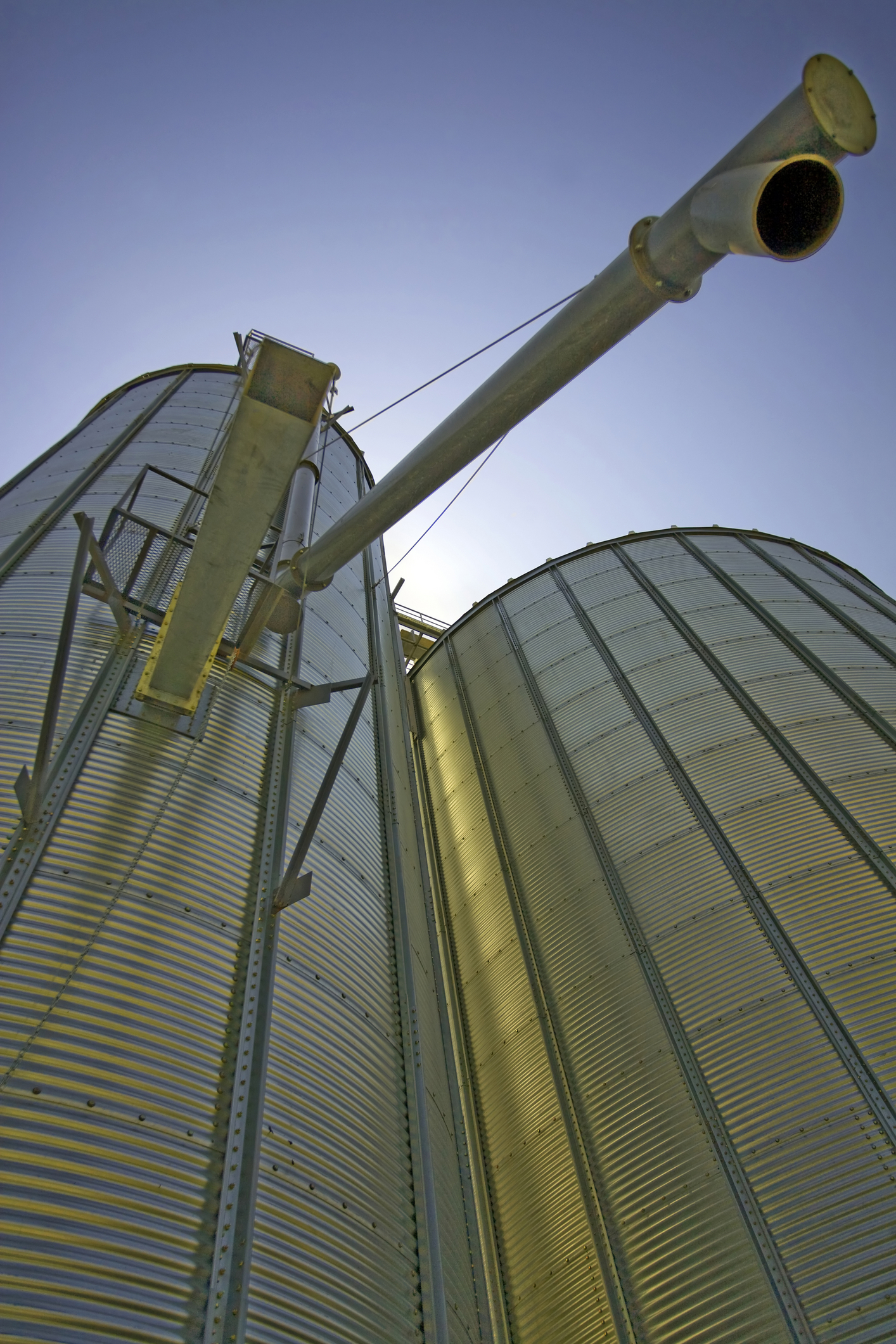 Silo coated for non-stick and friction reduction
